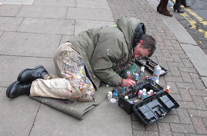 Ben_Wilson_chewing_gum_artist_at_work