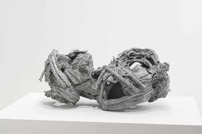 Κώστας Σαχπάζης, Loose bonds, 2016 Αλουμίνιο 30 x 65 x 38 εκ.