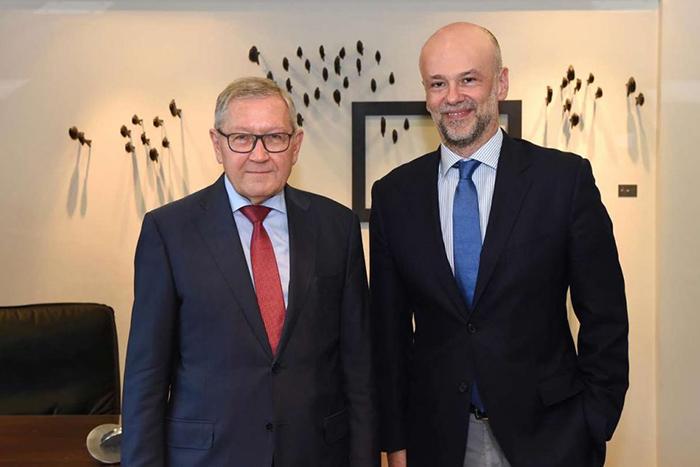 Ο πρόεδρος του ΣΕΤΕ Γιάννης Ρέτσος (δεξιά) συναντήθηκε με τον Κλάους Ρέγκλινγκ, επικεφαλής του Ευρωπαϊκού Μηχανισμού Σταθερότητας