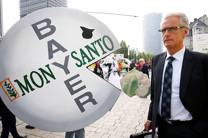 Διαδηλώσεις εναντίον της συμφωνίας εξαγοράς