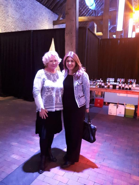 Η Event Manager της TUI Βελγίου κα Martine Verboven (αριστερά) με την Προϊσταμένη της Υπηρεσίας ΕΟΤ Εξωτερικού Κάτω Χωρών κα Ελένη Σκαρβέλη, στο χώρο της εκδήλωσης