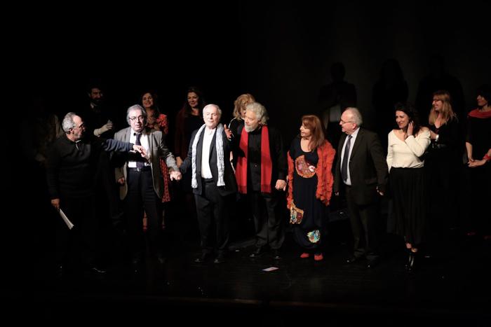 Οι θεατρικές ομάδες επί σκηνής, κατά την περσινή εκδήλωση