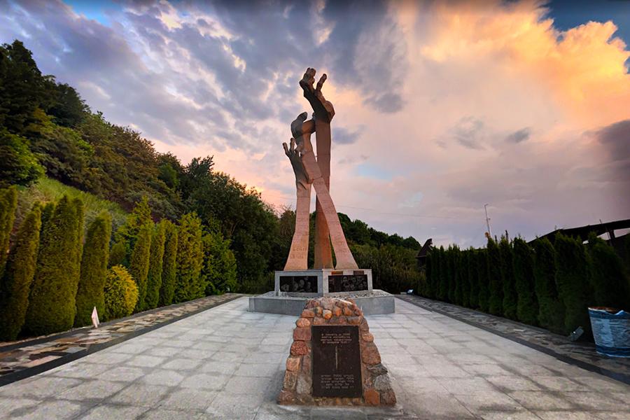 To μνημείο των θυμάτων του Ολοκαυτώματος, στο σημερινό Yantarny (τέως Palmnicken) της Ρωσίας