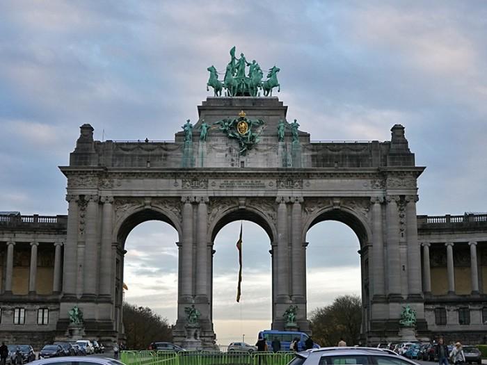 Αλλάζει το Cinquantenaire, με την ευκαιρία των 200 χρόνων του Βελγίου;