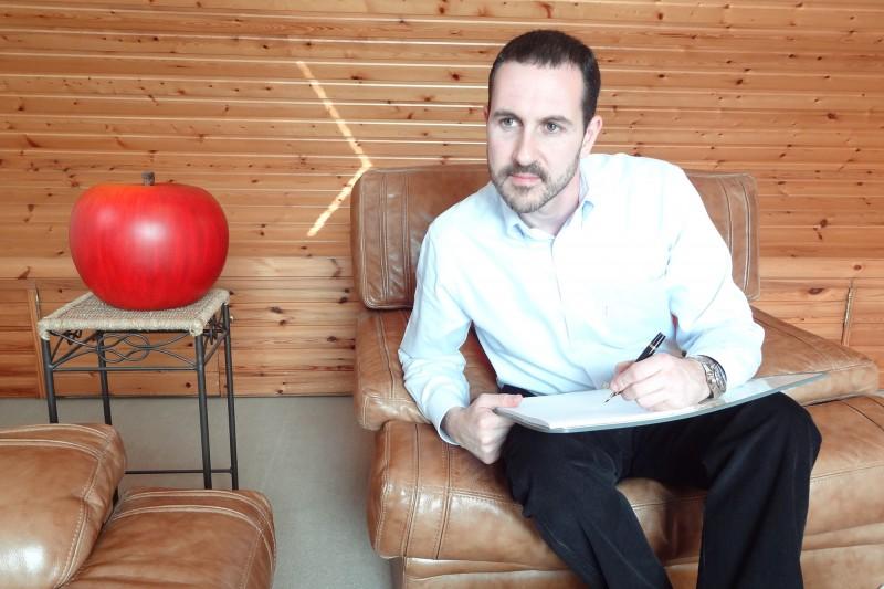 Ο Αλέξανδρος Αγγέλου είναι ψυχολόγος ειδικευμένος στην γνωστική-συμπεριφορική θεραπεία Photo: cbt-brussels.eu