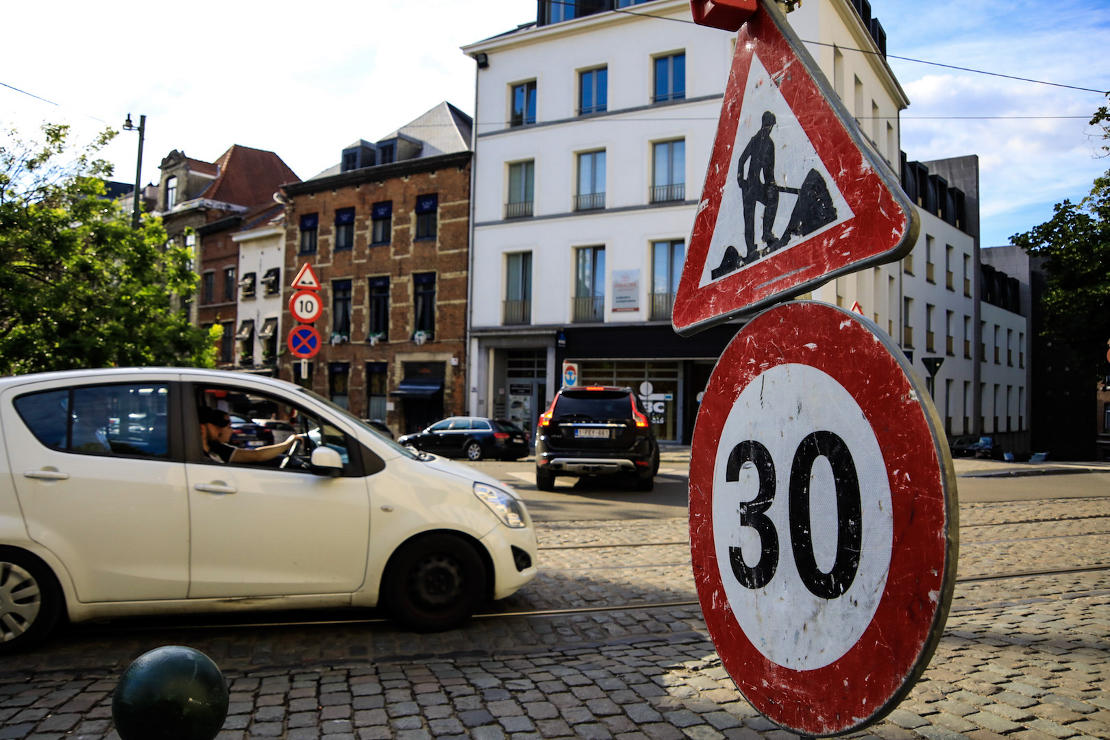 30 speed limit works car voiture sign road