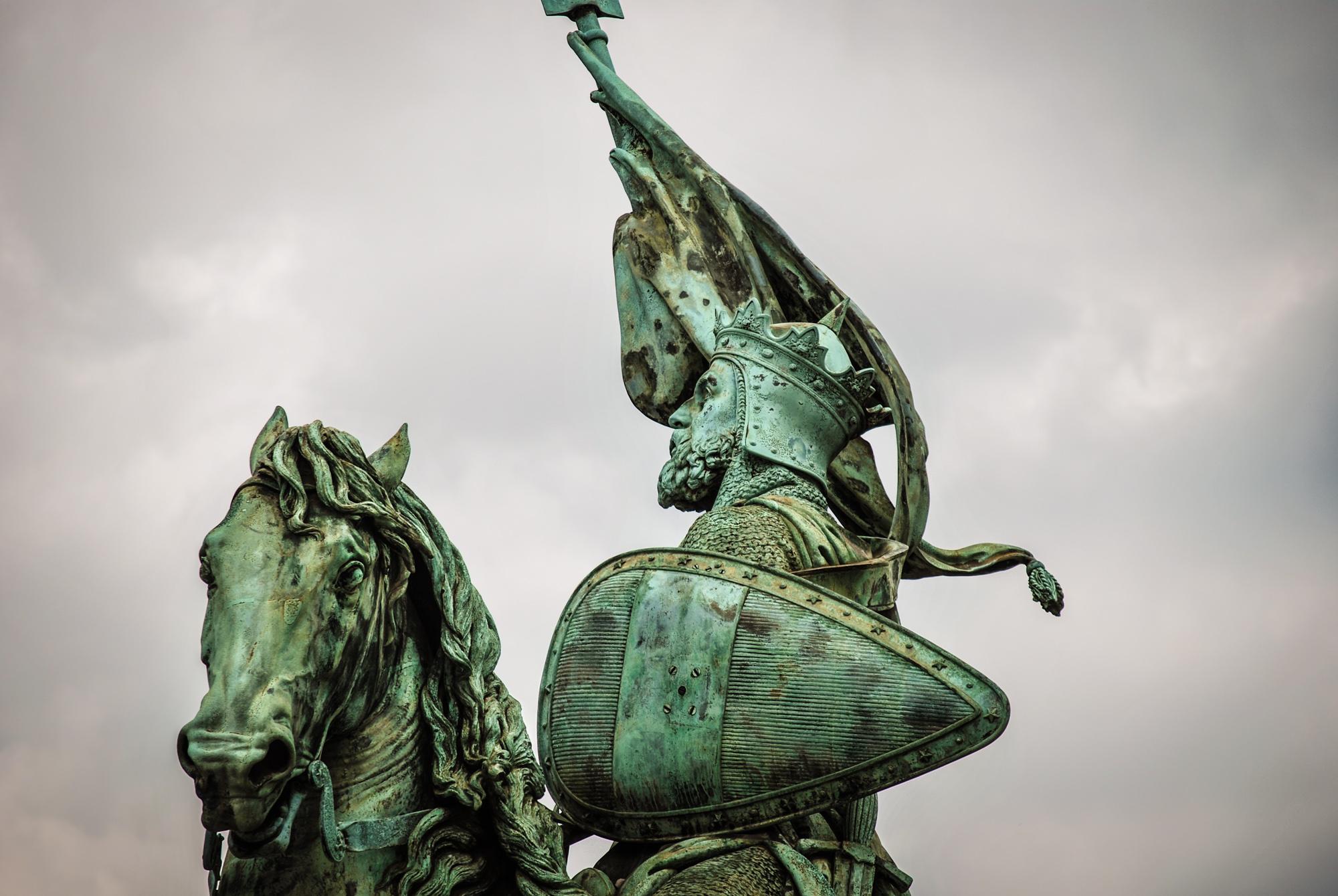 godfroy- bouillon statue
