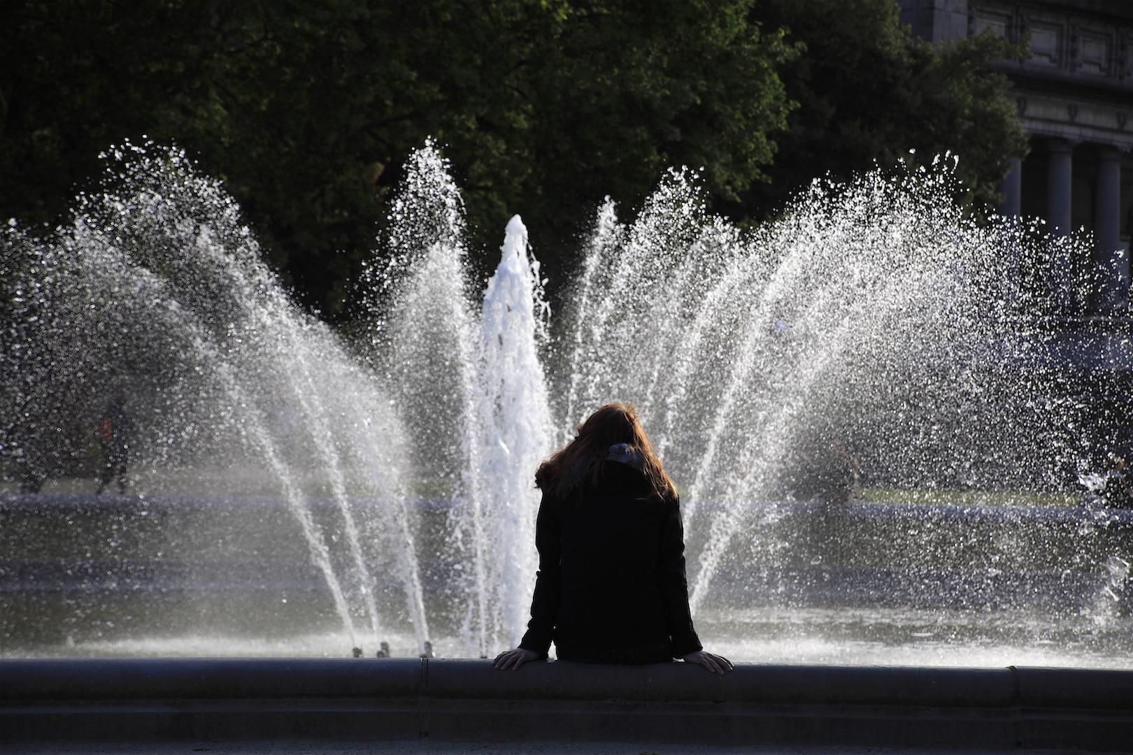 cinquantenaire park woman fountain girl