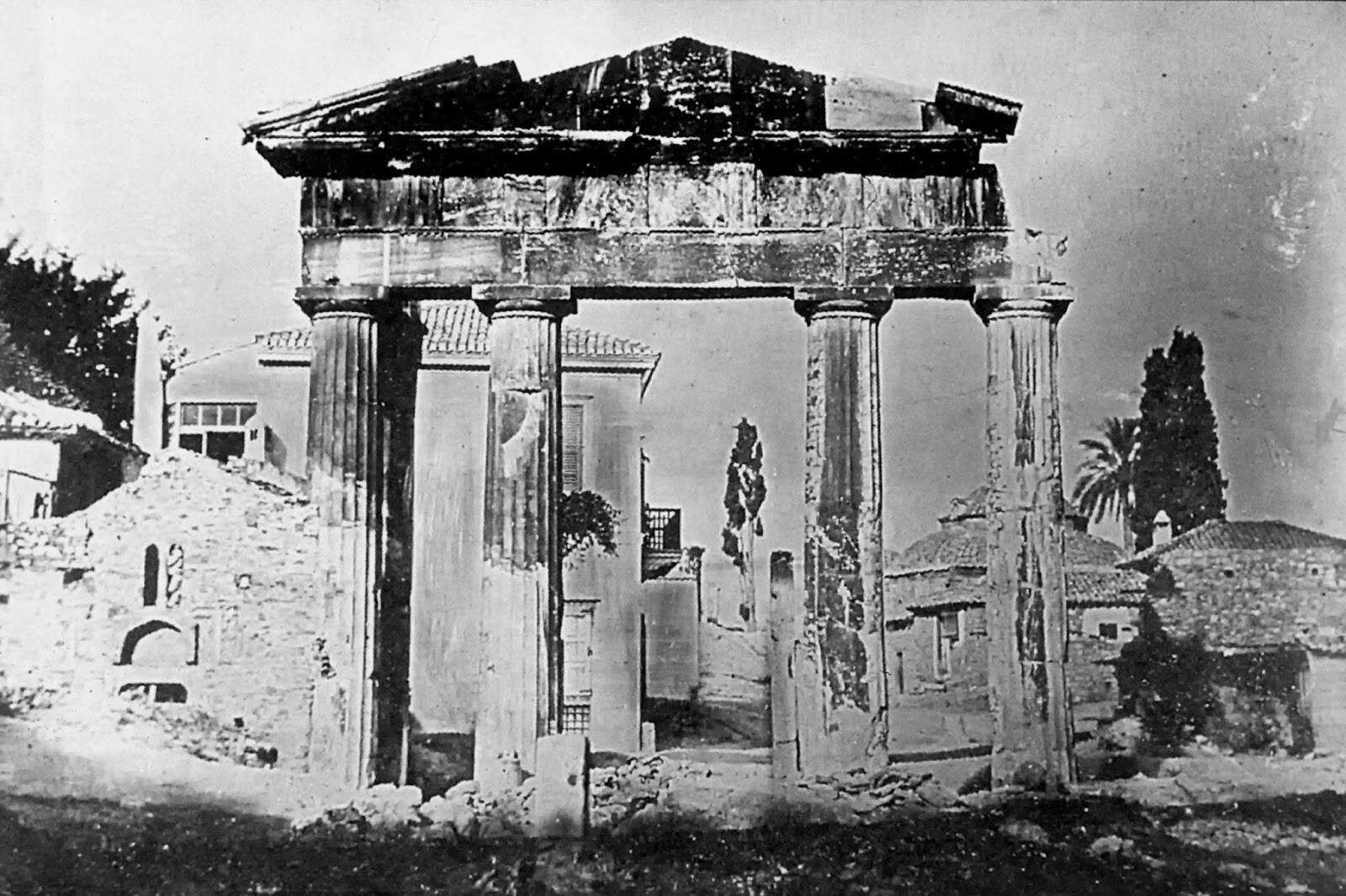 Η Πύλη της Αθηνάς Αρχηγέτιδος στη Ρωμαϊκή αγορά, 1842. Joseph-Filibert Girault de Prangey