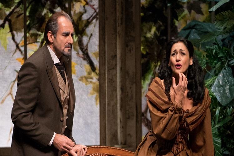 Δημήτρης Τηλιακός και Μυρτώ Παπαθανασίου σε παλαιότερη συνεργασία τους, στην όπερα Λα Τραβιάτα (Μέγαρο Μουσικής Αθηνών, 2016)
