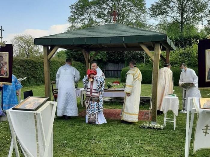 Υπαίθρια Θεία Λειτουργία στην Ενορία Αγίου Αμάντου στο Kortrijk